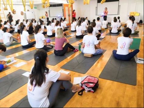 """国际瑜伽日,""""瑜你童行"""",相聚西安,寻找永恒的青春。"""